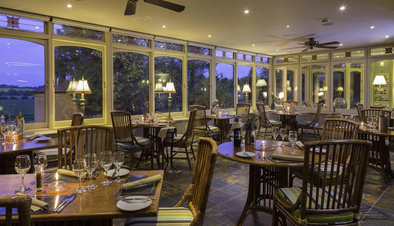 restaurant_evening